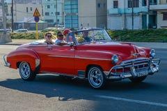 Oude Cubaanse auto Royalty-vrije Stock Afbeeldingen