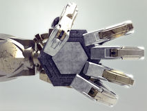 Oude cyborghand die een lege medaille houden Stock Afbeeldingen
