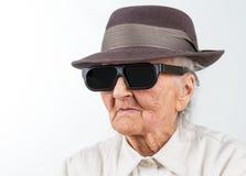 Oude dame in elegante hoed Royalty-vrije Stock Afbeeldingen