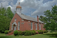 Oude de baksteenkerk van het Noordencarolina country stock fotografie