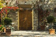 Oude de bouwvoorgevel in een stad van Toscanië Royalty-vrije Stock Afbeeldingen