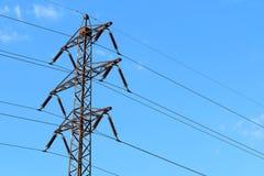 Oude de machtstoren van de transmissietoren ook of elektriciteits pylon verstand Royalty-vrije Stock Foto's