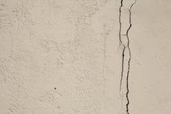 Oude de muurachtergrond van grungetexturen met barst Perfecte achtergrond met ruimte stock foto