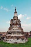 Oude de pagodetempel van Boedha met bewolkte witte hemel in Ayuthaya Thailand Stock Foto