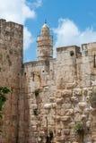 Oude de Stadsmuren van Jeruzalem en Toren van David Stock Fotografie