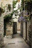Oude de stadsstraat van Budva, montenegro royalty-vrije stock foto