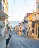 Oude de Stadsstraat van Lissabon portugal stock foto's