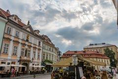 Oude de Stadsstraten van Praag ` s in de zomer stock fotografie
