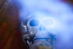 Oude de steenachtergrond van de schedel natuurlijke rook Stock Afbeeldingen