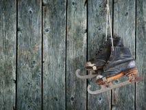 Oude de Wintervleten op een houten achtergrond Stock Fotografie