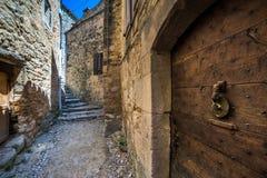 Oude deur bij de oude straten Royalty-vrije Stock Afbeelding