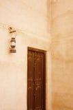 Oude deur en lantaarn in Doubai Royalty-vrije Stock Afbeelding