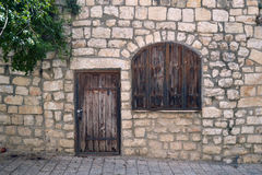 Oude deur en vensterblinden Stock Afbeelding