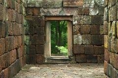 Oude deur in het oude concept van kasteel godsdienstige gebouwen Stock Afbeeldingen