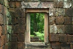 Oude deur in het oude concept van kasteel godsdienstige gebouwen Royalty-vrije Stock Fotografie