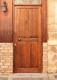 Oude deur met lamp Royalty-vrije Stock Afbeeldingen