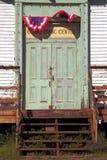 Oude deur op school en openbaar centrum Stock Foto's
