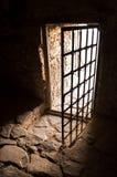 Oude deur van donkere ruimte Royalty-vrije Stock Foto's