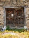 Oude deur van dubbel houten blad 1 stock afbeeldingen