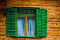 Oude deuren en Oude vensters in de Oude stad Stock Foto