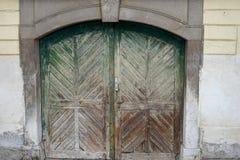 Oude deuren en Oude vensters in de Oude stad Royalty-vrije Stock Fotografie