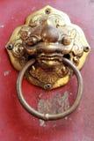 Oude deurhandvatten in de Chinese tempel. Royalty-vrije Stock Foto's