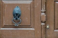 Oude deurkloppers royalty-vrije stock foto's