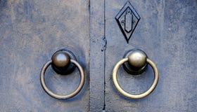 Oude deurkloppers Stock Foto's
