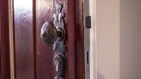 Oude deurknop, wraught mooi ijzer, ingang Stock Afbeelding