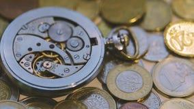 Oude Dichte Omhooggaand van het Horlogemechanisme stock video