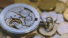 Oude Dichte Omhooggaand van het Horlogemechanisme stock footage