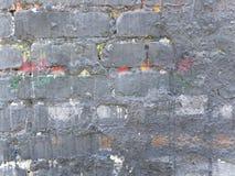 Oude die bakstenen muur in grijs wordt geschilderd stock fotografie