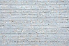 Oude die bakstenen muur, in violet close-up wordt geschilderd De foto werd genomen onder de open hemel stock afbeelding