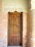 Oude die deur uit hout wordt gemaakt stock afbeelding