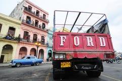 Oude die Ford-auto in het centrum van Havanavana wordt geparkeerd. hese zijn de oude en klassieke auto's iconische sig Royalty-vrije Stock Foto's