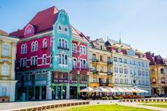 Oude die gebouwen in een stad in Roemenië, Timisoara worden gevestigd Royalty-vrije Stock Foto's