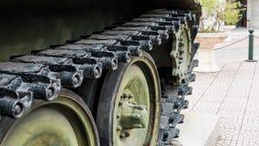 Oude die militaire uitrusting in slagen en oorlogen wordt vernietigd Tanks als moord weaponn royalty-vrije stock foto
