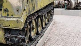 Oude die militaire uitrusting in slagen en oorlogen wordt vernietigd Tanks als moord weaponn royalty-vrije stock fotografie