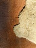 Oude die muur in twee secties wordt verdeeld stock afbeelding