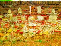 Oude die muur van bakstenen wordt gemaakt stock afbeelding