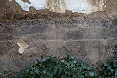 Oude die muur van echte modder wordt gemaakt royalty-vrije stock afbeeldingen