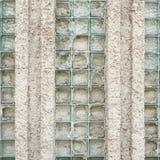 Oude die muur van gebroken glasbakstenen wordt gemaakt Stock Afbeelding