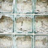 Oude die muur van gebroken glasbakstenen wordt gemaakt Royalty-vrije Stock Afbeeldingen