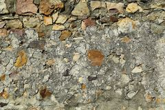 Oude die natuursteenmuur van ruwe stenen wordt gemaakt royalty-vrije stock afbeeldingen