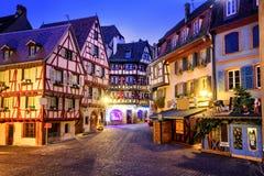 Oude die stad van Colmar voor Kerstmis, de Elzas, Frankrijk wordt verfraaid Stock Afbeelding
