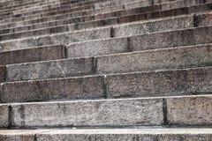 Oude die trap van graniet, close-up wordt gemaakt Stock Foto