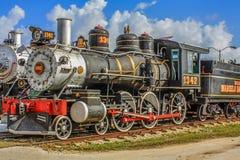 Oude die trein wordt gebruikt om suiker te vervoeren stock afbeeldingen