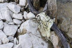 Oude die zak met vislijn wordt verpakt stock foto's
