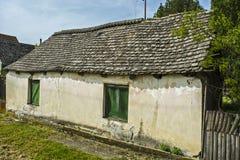 Oude dilapidated boerderij stock foto's