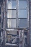 Oude dilapidated houten vensters royalty-vrije stock foto's